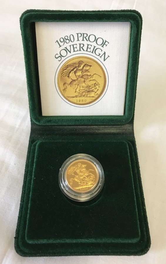 Lot 1004 - A cased 1980 proof gold sovereign.