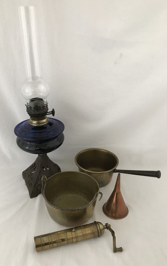 Lot 1018 - A vintage oil lamp and brassware.