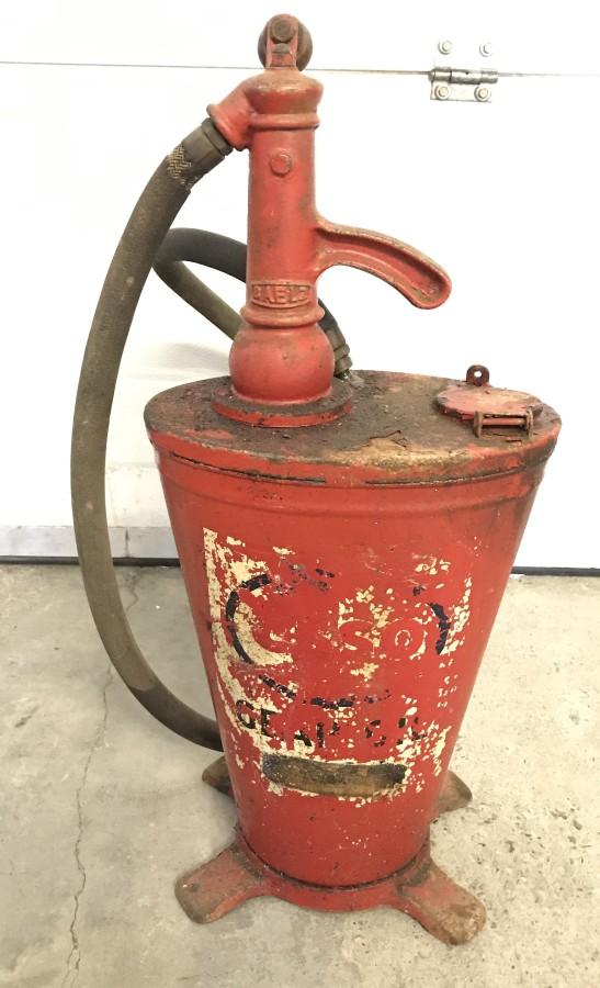 Lot 1010 - A c1950's BAELZ garage oil dispenser.