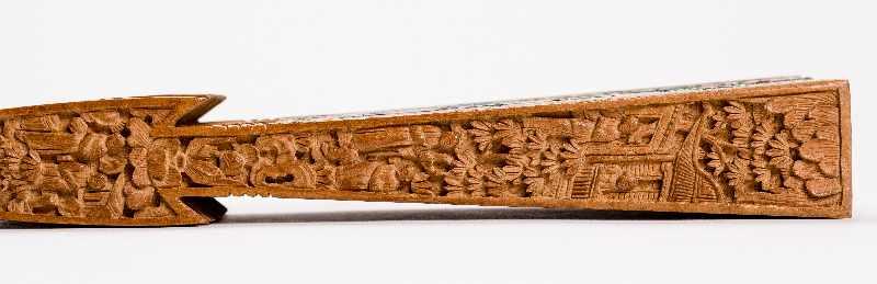 MANDARIN-FALTFÄCHER MIT FIGURALEN SZENENGouache, Seide, Elfenbein, Holz. China, späte Qing- - Image 4 of 6