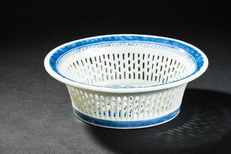 KORB Blauweiß-Porzellan. China, Qing-Dynastie, 19. Jh. In dieser besten Erhaltung ein sehr - Image 2 of 4
