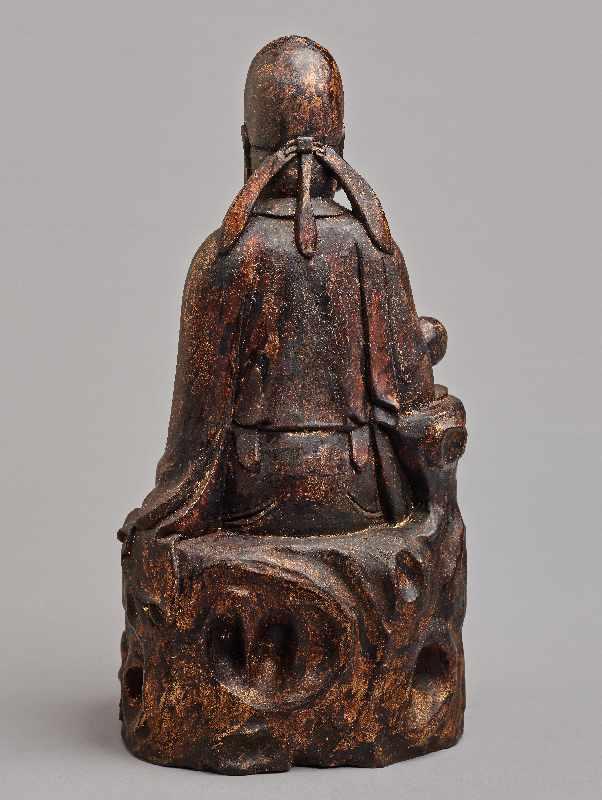VERGÖTTLICHTER WÜRDENTRÄGERHolz mit Vergoldung. China, Qing-Dynastie, 1644 – 1912 Eine aus einem - Image 4 of 5
