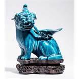 SITZENDES EINHORNPorzellan. China, Qing-Dynastie, 18. Jh. An dieser Porzellanskulptur des