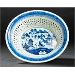 KORB Blauweiß-Porzellan. China, Qing-Dynastie, 19. Jh. In dieser besten Erhaltung ein sehr