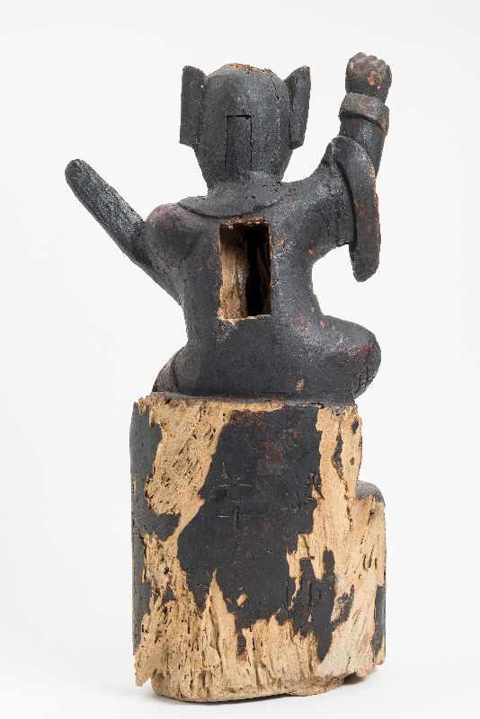 WÄCHTERGOTTHEIT MIT SCHWERT Holz mit Resten alter Bemalung. China, 18. – 19. Jh. CHINA, 18. – 19. - Image 7 of 8