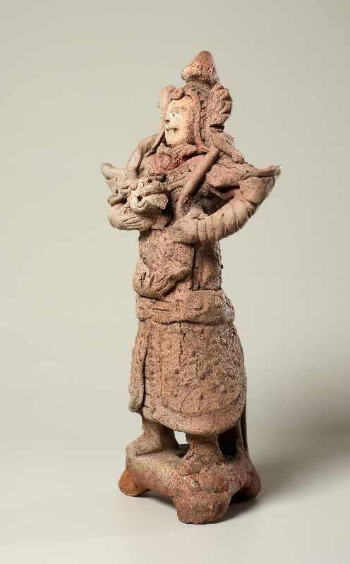 TRUTZIGER GRABWÄCHTER MIT SCHLANGE Terrakotta. China, Yuan-Dynastie (ca. 14. Jh.) Witzig geformt, - Image 4 of 6