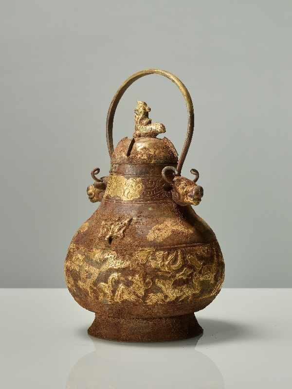 GEFÄSS YOU MIT FABELWESEN UND TIERKÖPFEN Feuervergoldetes Repoussé. China, vermutlich Qing bis - Image 5 of 8