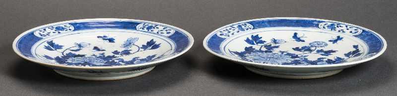 PAAR GRÖSSERE TELLER Blauweiß-Porzellan. China, Qing-Dynastie, 19. Jh. Beide Teller bieten das - Image 2 of 4