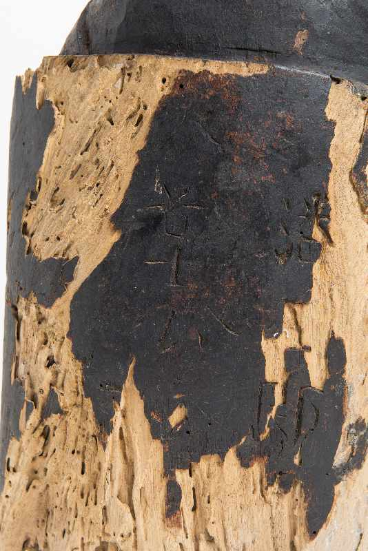 WÄCHTERGOTTHEIT MIT SCHWERT Holz mit Resten alter Bemalung. China, 18. – 19. Jh. CHINA, 18. – 19. - Image 8 of 8
