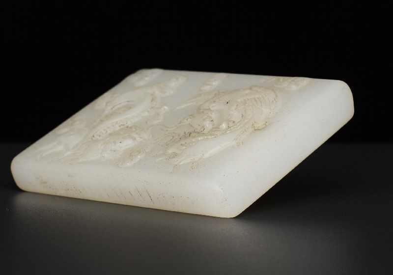 DEKORATIVER ANHÄNGER MIT DRACHEN Jade. China, Qing-Dynastie bis Republik Sehr schöne, weiße Jade - Image 3 of 4