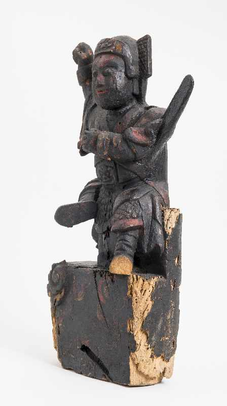WÄCHTERGOTTHEIT MIT SCHWERT Holz mit Resten alter Bemalung. China, 18. – 19. Jh. CHINA, 18. – 19. - Image 6 of 8