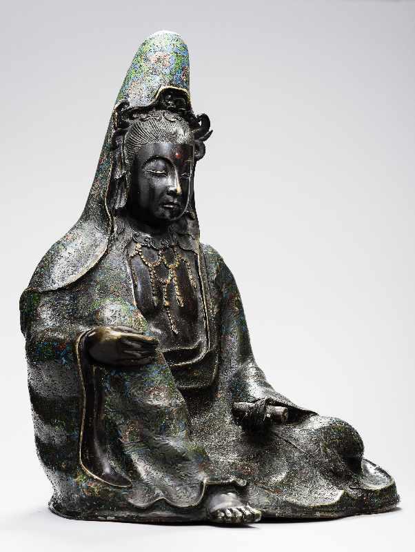 Sitzende Göttin GuanyinBronze. , 17. Jh Seltene große Darstellung des populären Bodhisattva - Image 3 of 5