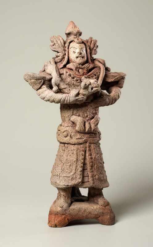 TRUTZIGER GRABWÄCHTER MIT SCHLANGE Terrakotta. China, Yuan-Dynastie (ca. 14. Jh.) Witzig geformt, - Image 3 of 6