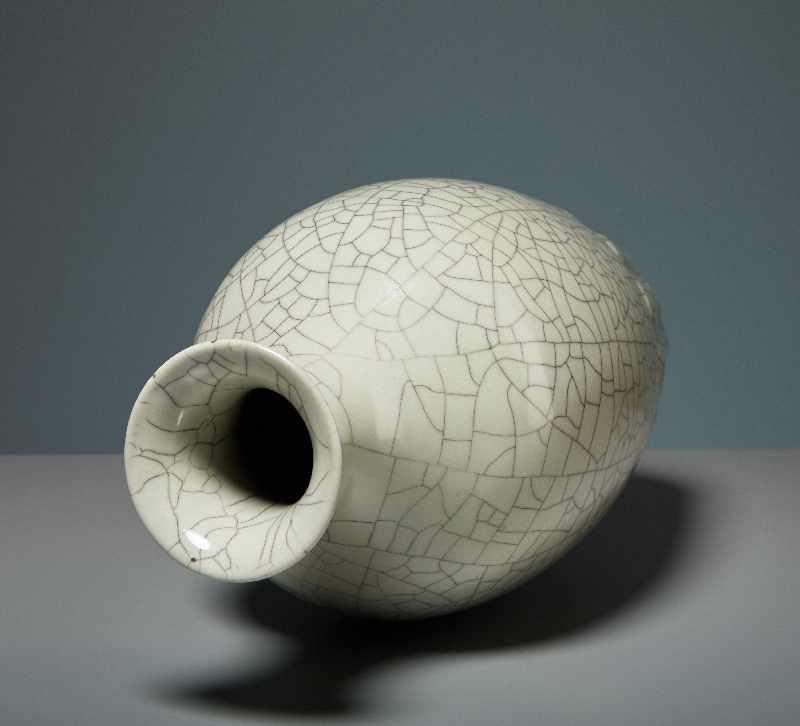 VASE MIT CELADON-GLASUR Porzellan. China, Republik, 1. Hälfte 20. Jh. Die besondere Attraktivität - Image 5 of 7
