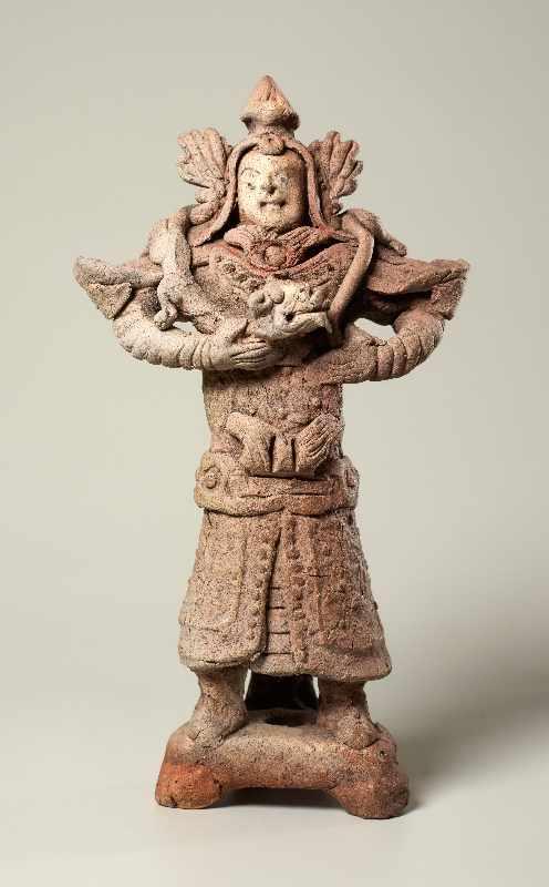 TRUTZIGER GRABWÄCHTER MIT SCHLANGE Terrakotta. China, Yuan-Dynastie (ca. 14. Jh.) Witzig geformt,