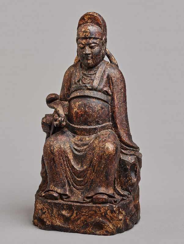 VERGÖTTLICHTER WÜRDENTRÄGERHolz mit Vergoldung. China, Qing-Dynastie, 1644 – 1912 Eine aus einem