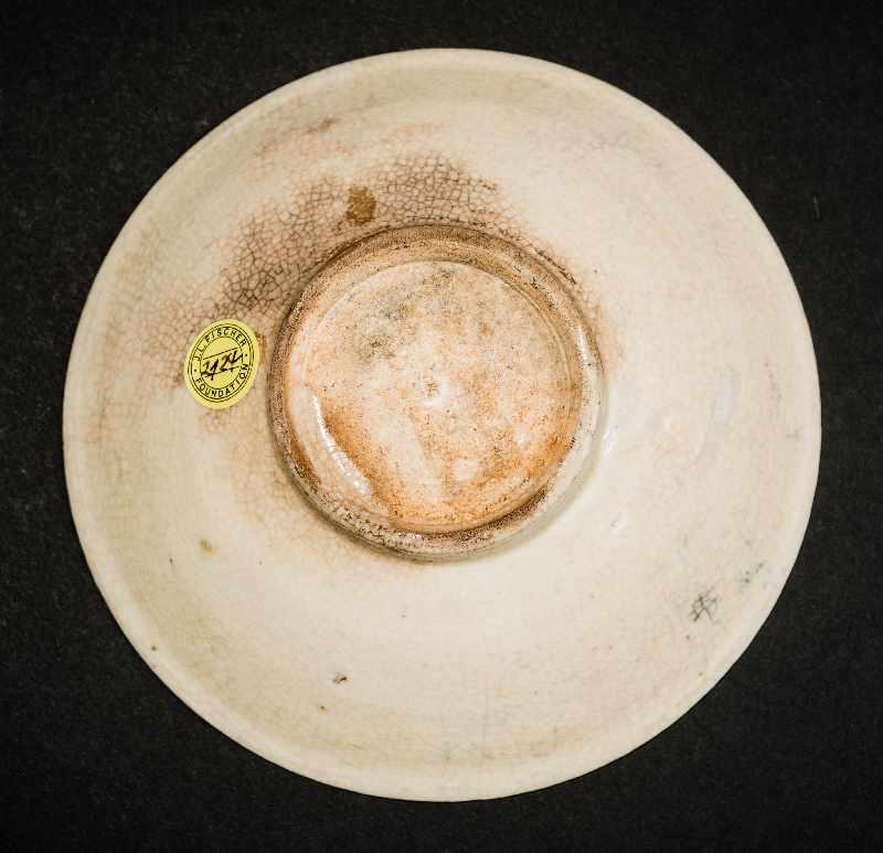 SCHALE MIT GEKÄMMTEM DEKORGlasierte Keramik. China, Nördliche Song, 11. Jh. Eine besonders feine - Image 3 of 3