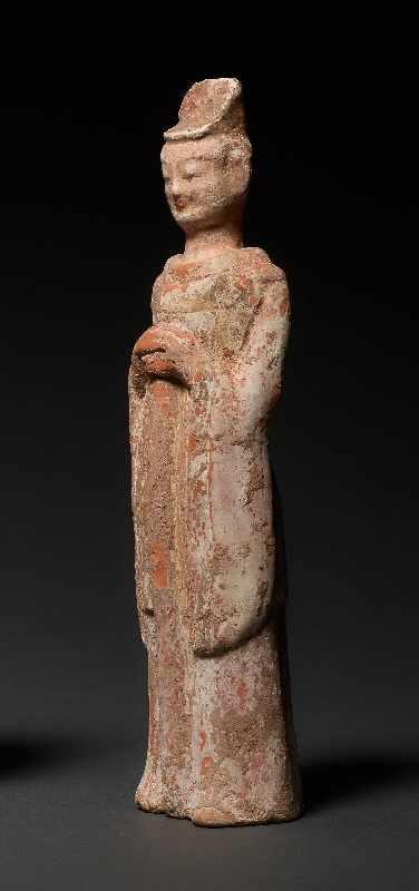 HÖFLING Terrakotta mit Bemalung. China, Wei-Dynastie (5. bis 6. Jh.) Eine seltene Figur aus einem