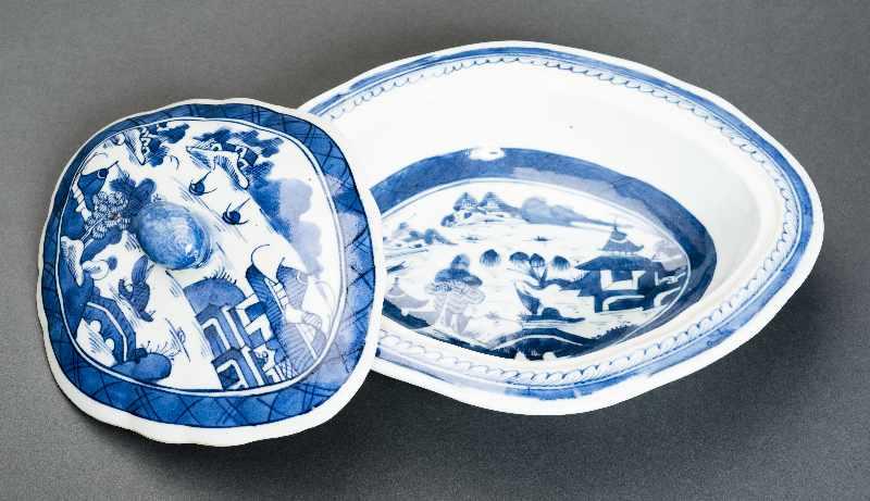 DECKELSCHALE Blauweiß-Porzellan. China, Qing-Dynastie, 19. Jh. Dieses Deckelgefäß hat eine - Image 2 of 5