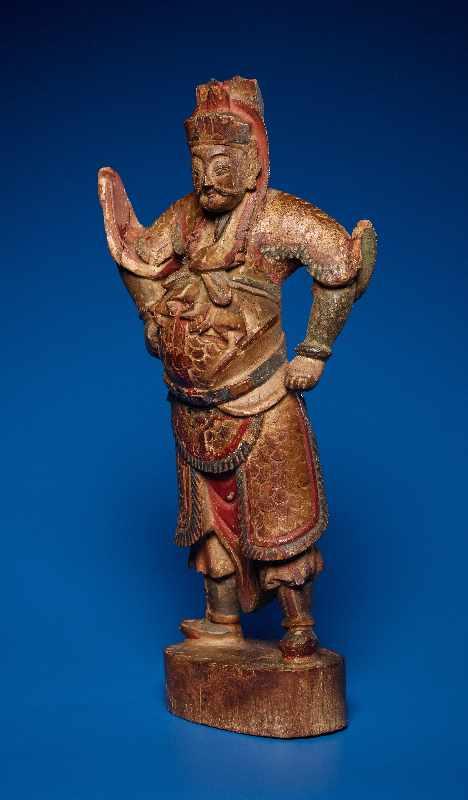 ZWEI GOTTHEITEN Holz mit Farben und Vergoldung. China, sp. Qing-Dynastie, 19. Jh. Zwei Figuren aus - Image 3 of 9
