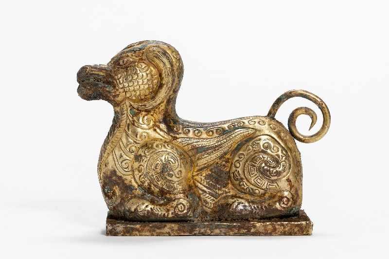 FABELTIER Kupfer-Repoussé mit Feuervergoldung. China, vermutlich Qing Dynastie Im archaistischen