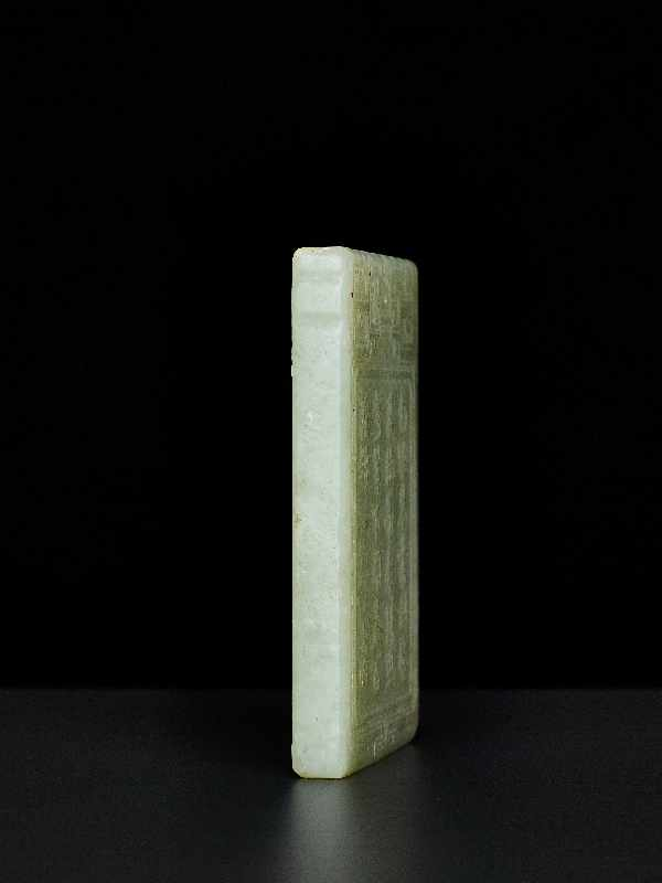 ANHÄNGER MIT LANGLEBENS-SYMBOLIK Jade. China, ca. Qing-Dynastie, 19. – Anfang 20. Jh. Graugrüne - Image 4 of 4
