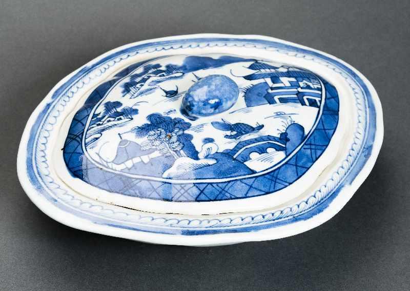 DECKELSCHALE Blauweiß-Porzellan. China, Qing-Dynastie, 19. Jh. Dieses Deckelgefäß hat eine - Image 4 of 5