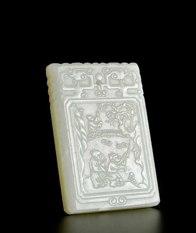 DEKORATIVER ANHÄNGER MIT SHANSHUI Jade. China, ca. Qing-Dynastie, ca. 19. – Anfang 20. Jh. Gute