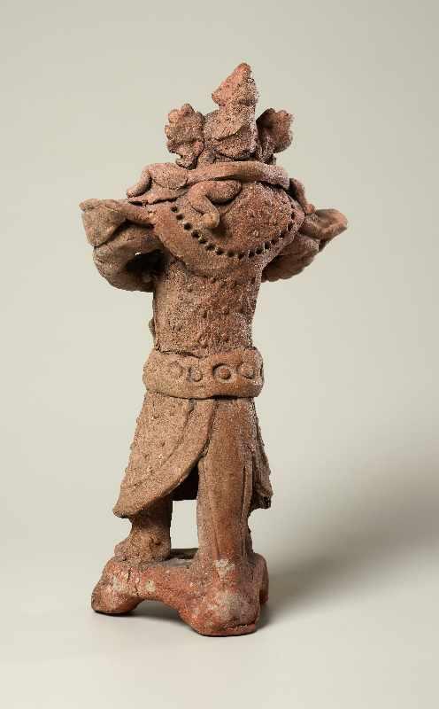 TRUTZIGER GRABWÄCHTER MIT SCHLANGE Terrakotta. China, Yuan-Dynastie (ca. 14. Jh.) Witzig geformt, - Image 5 of 6