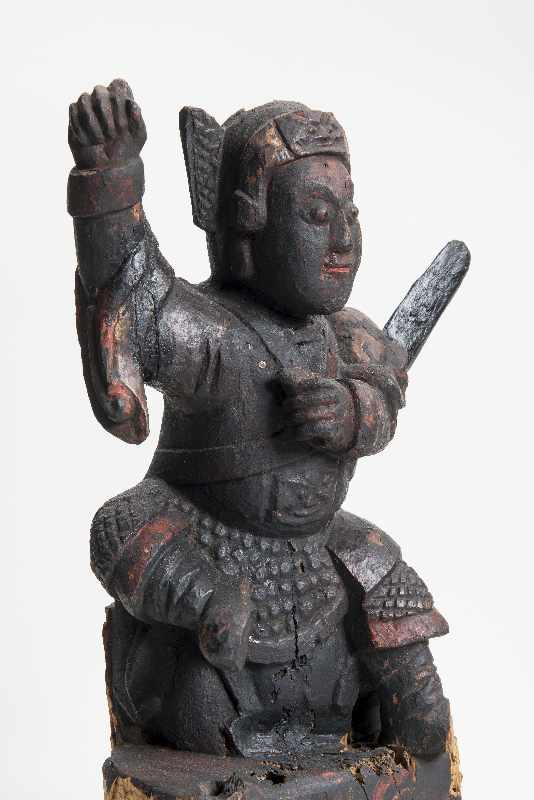 WÄCHTERGOTTHEIT MIT SCHWERT Holz mit Resten alter Bemalung. China, 18. – 19. Jh. CHINA, 18. – 19. - Image 5 of 8