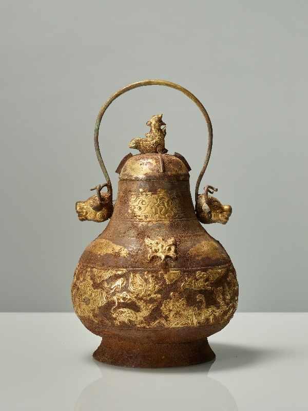 GEFÄSS YOU MIT FABELWESEN UND TIERKÖPFEN Feuervergoldetes Repoussé. China, vermutlich Qing bis - Image 3 of 8