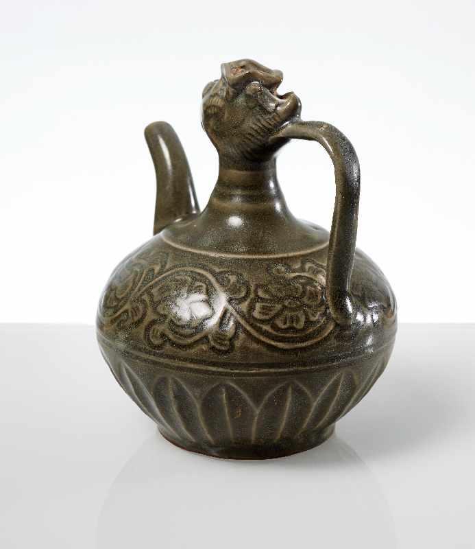 VASE MIT PHÖNIX-KOPF Steingut. China, möglicherweise Song- bis Yuan, ca. 13. bis 14. Jh. Kleine - Image 3 of 6