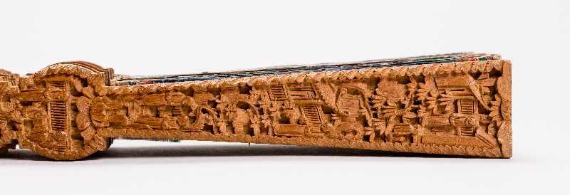 MANDARIN-FALTFÄCHER MIT FIGURALEN SZENENGouache, Seide, Elfenbein, Holz. China, späte Qing- - Image 4 of 7
