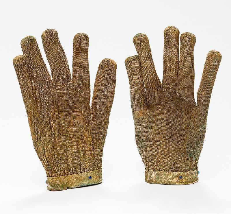 SELTENE HANDSCHUHE MIT PHÖNIX-DARSTELLUNGSilber (und Kupfer?), vergoldet, Einlagen. China, - Image 5 of 5