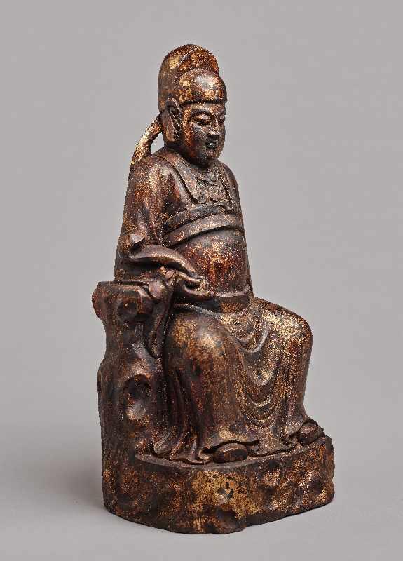 VERGÖTTLICHTER WÜRDENTRÄGERHolz mit Vergoldung. China, Qing-Dynastie, 1644 – 1912 Eine aus einem - Image 2 of 5