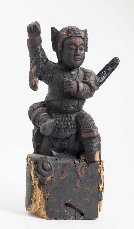 WÄCHTERGOTTHEIT MIT SCHWERT Holz mit Resten alter Bemalung. China, 18. – 19. Jh. CHINA, 18. – 19. - Image 3 of 8