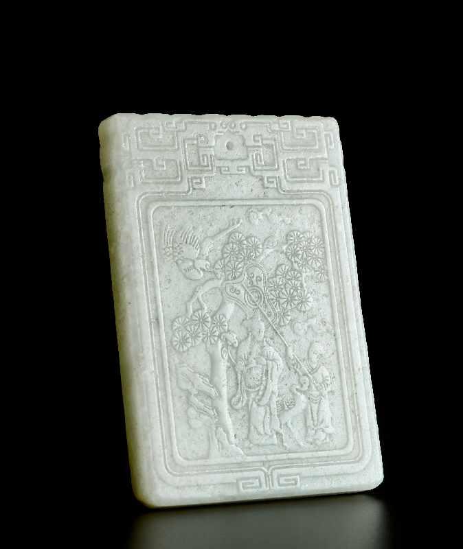 ANHÄNGER MIT LANGLEBENS-SYMBOLIK Jade. China, ca. Qing-Dynastie, 19. – Anfang 20. Jh. Graugrüne
