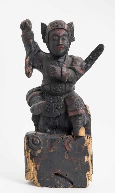 WÄCHTERGOTTHEIT MIT SCHWERT Holz mit Resten alter Bemalung. China, 18. – 19. Jh. CHINA, 18. – 19. - Image 2 of 8