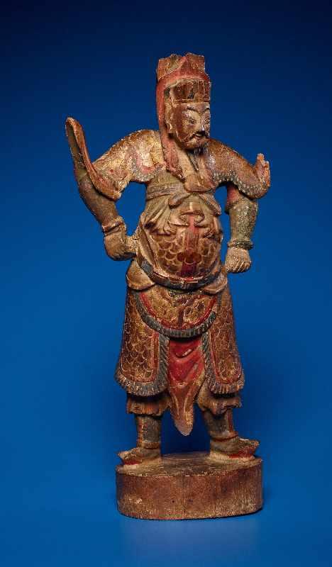 ZWEI GOTTHEITEN Holz mit Farben und Vergoldung. China, sp. Qing-Dynastie, 19. Jh. Zwei Figuren aus - Image 4 of 9