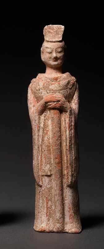 HÖFLING Terrakotta mit Bemalung. China, Wei-Dynastie (5. bis 6. Jh.) Eine seltene Figur aus einem - Image 2 of 5