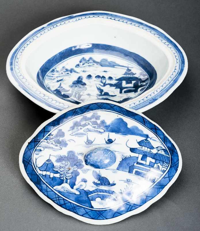 DECKELSCHALE Blauweiß-Porzellan. China, Qing-Dynastie, 19. Jh. Dieses Deckelgefäß hat eine - Image 3 of 5