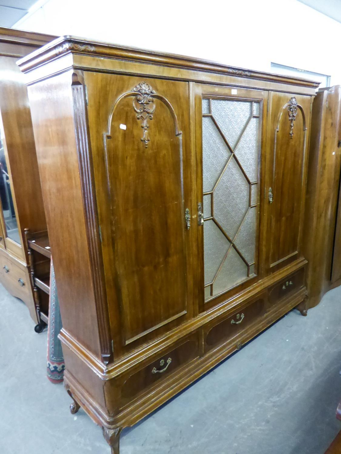 Lot 21 - EARLY 20th CENTURY CONTINENTAL MAHOGANY LARGE SIDE CABINET, WITH OBSCURE GLAZED CENTRE DOOR WITH