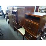 MAHOGANY BEDROOM FURNISHINGS VIZ, DOUBLE PEDESTAL DRESSING TABLE, WITH TRIPLE MIRRORS, A CHEST OF