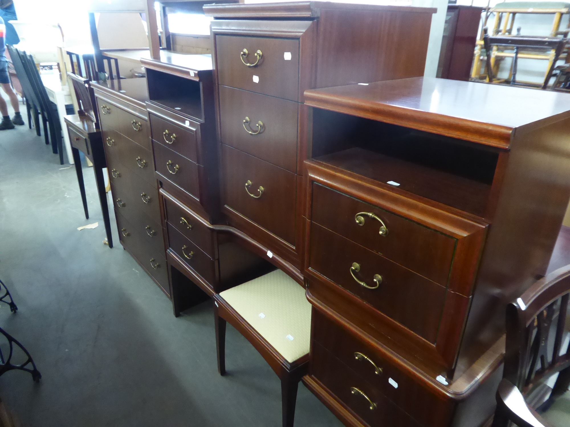 Lot 56 - MAHOGANY BEDROOM FURNISHINGS VIZ, DOUBLE PEDESTAL DRESSING TABLE, WITH TRIPLE MIRRORS, A CHEST OF