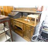 *EDWARDIAN OAK SIDEBOARD, HAVING RAISED MIRROR BACK, THE SHELF OVER THREE BEVEL GLASS SECTIONS,