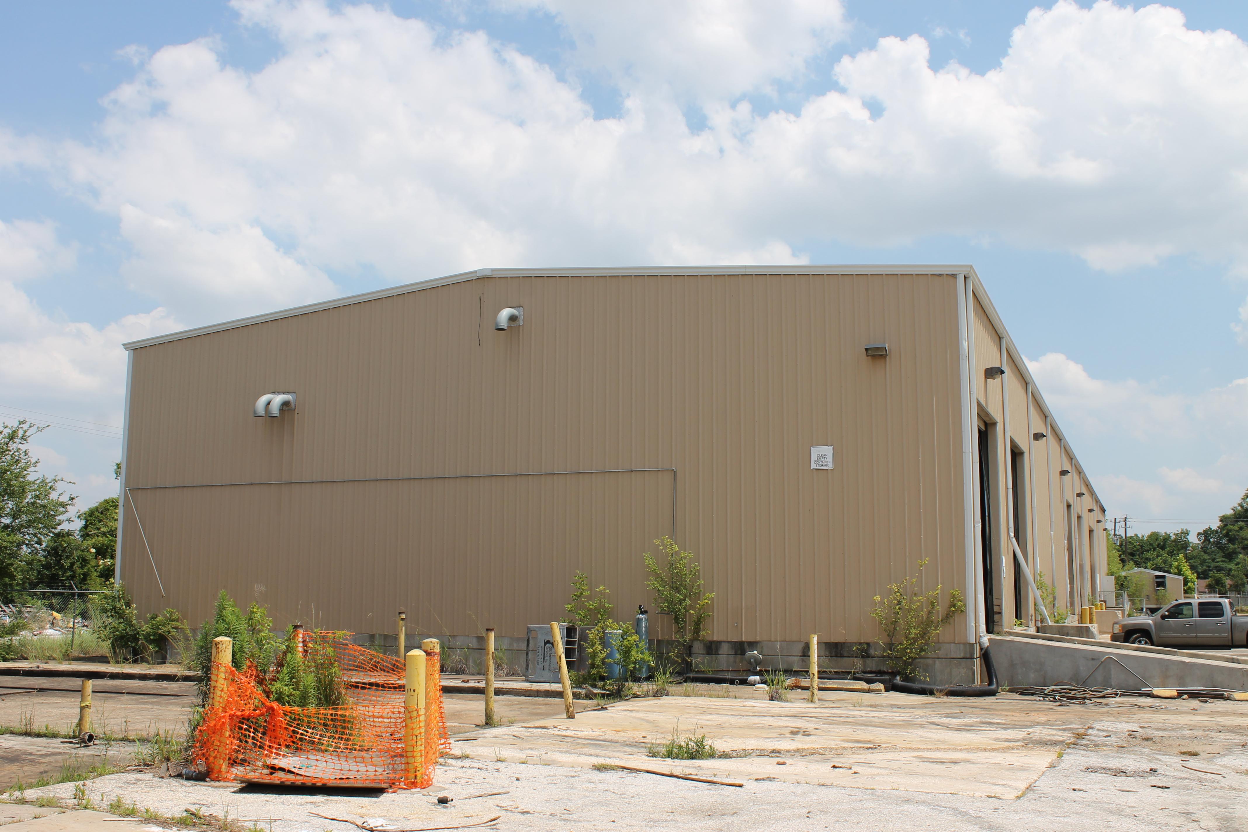 Lot 36 - METAL BUILDING, BOLT TOGETHER CONSTRUCTION, 275'L. x 80'W. x 26' center ht., 24' eave ht., (7)