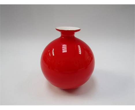 A Holmegaard Carnaby range vase in red and white by Per Lutken, 13cm high