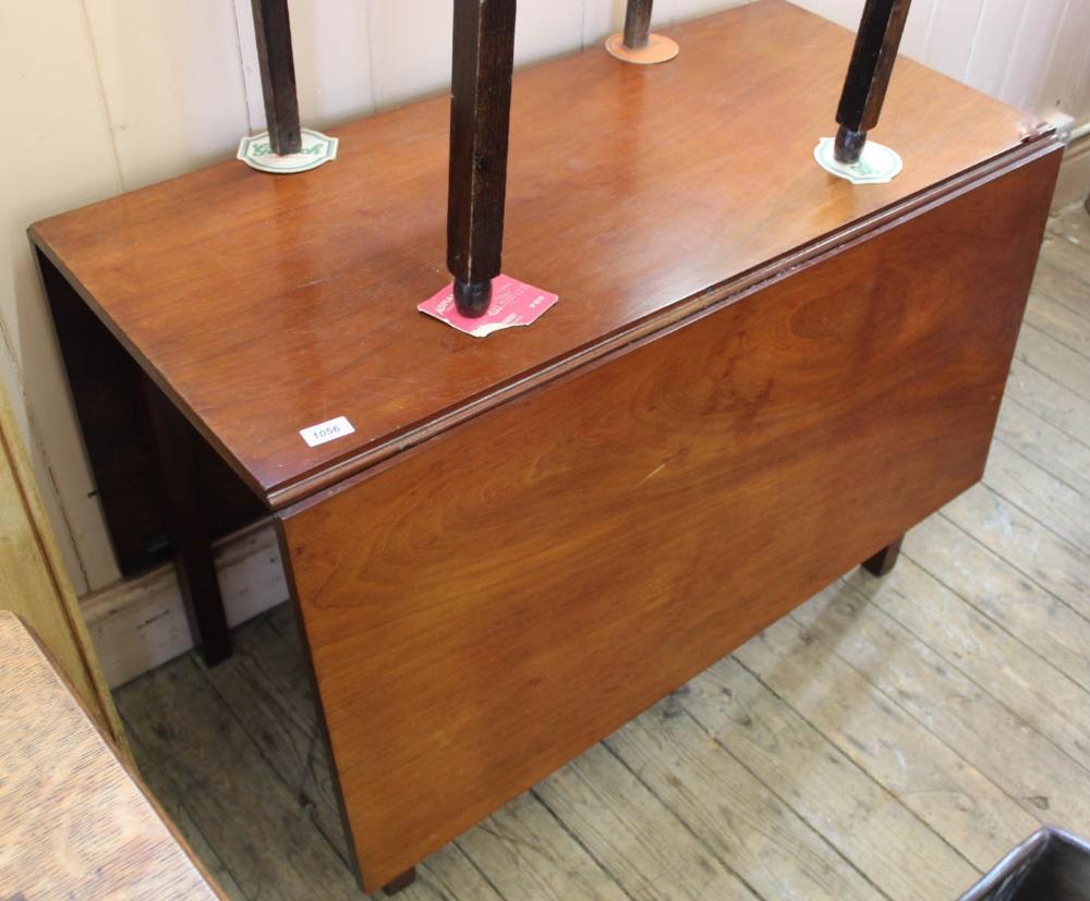 Lot 1056 - A 19th Century mahogany drop leaf table