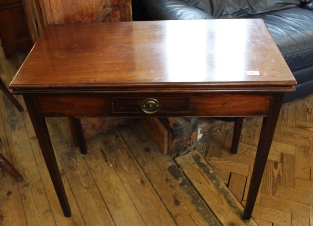 Lot 1029 - A 19th Century mahogany gate leg tea table