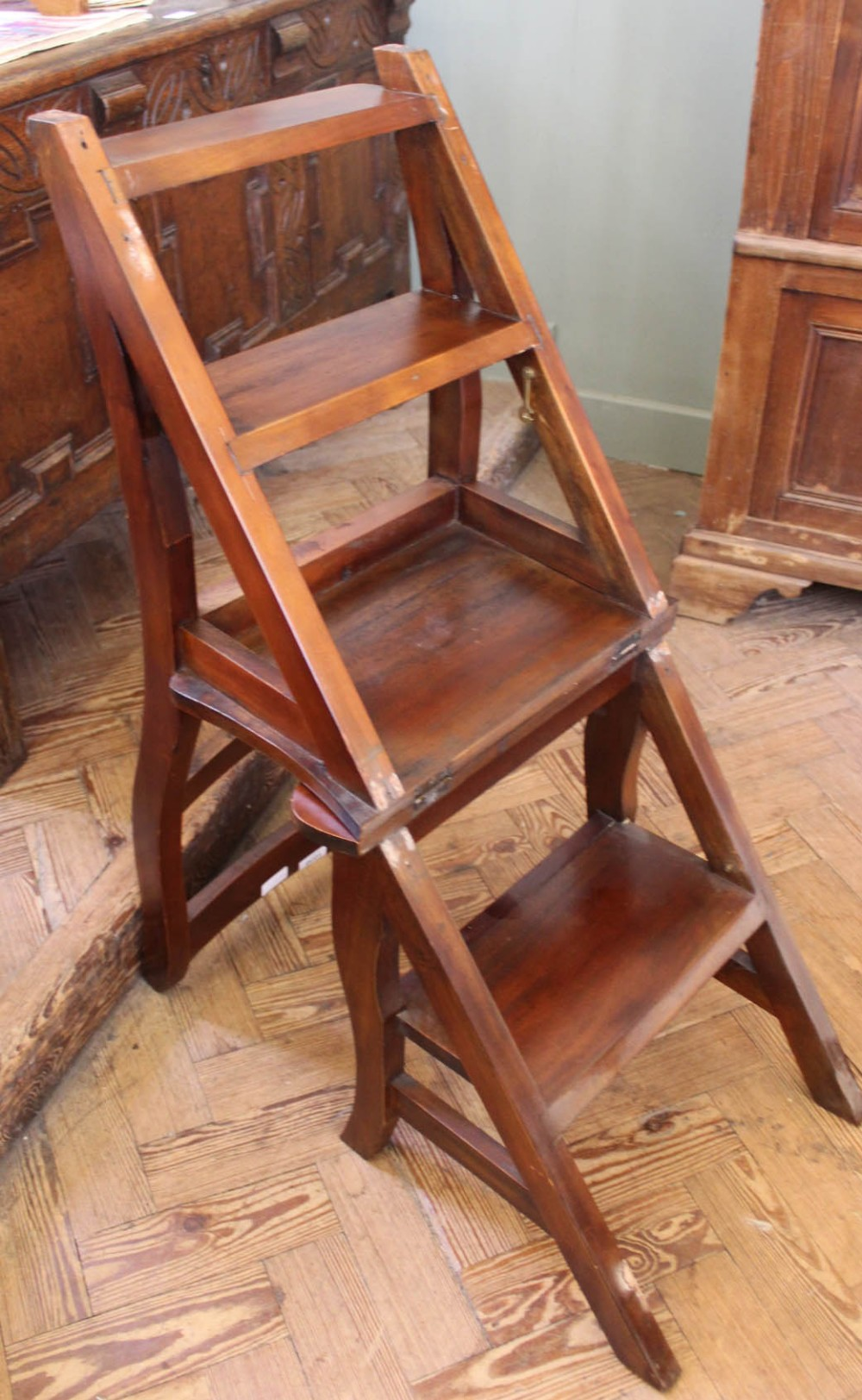 Lot 1038 - A set of Edwardian mahogany library steps